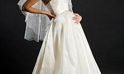 Umstandsbrautmode für die Braut