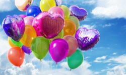 Luftballons als Ballondekoration für Hochzeitsfeiern